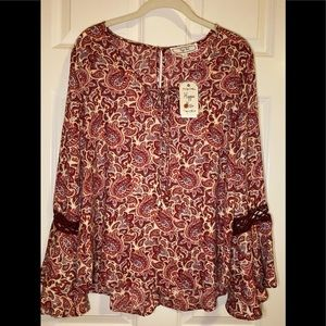 NWT Hippie Rose hi-low, bell sleeve blouse.